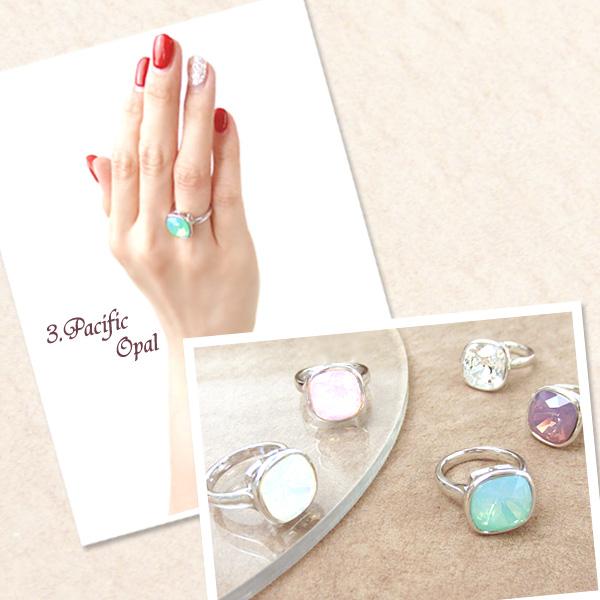 オーストリア製の上質なクリスタルを使用したフェミニンな指輪