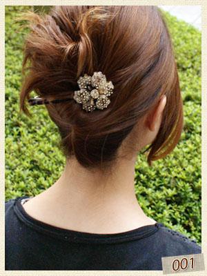 アセテートのお花バレッタなら、アップヘアも簡単