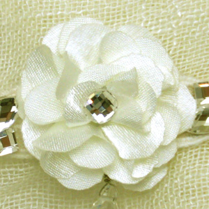 お花のコサージュは直径90mm